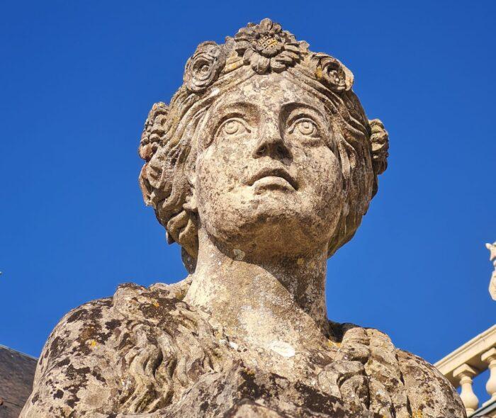 Statue au château de Versainville : mariage en Normandie